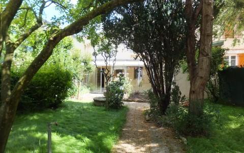 Toulouse, Croix de Pierre, maison 4 pièces, véranda, garage, dépendance sur jardin arboré, 285 000€ – Sous offre