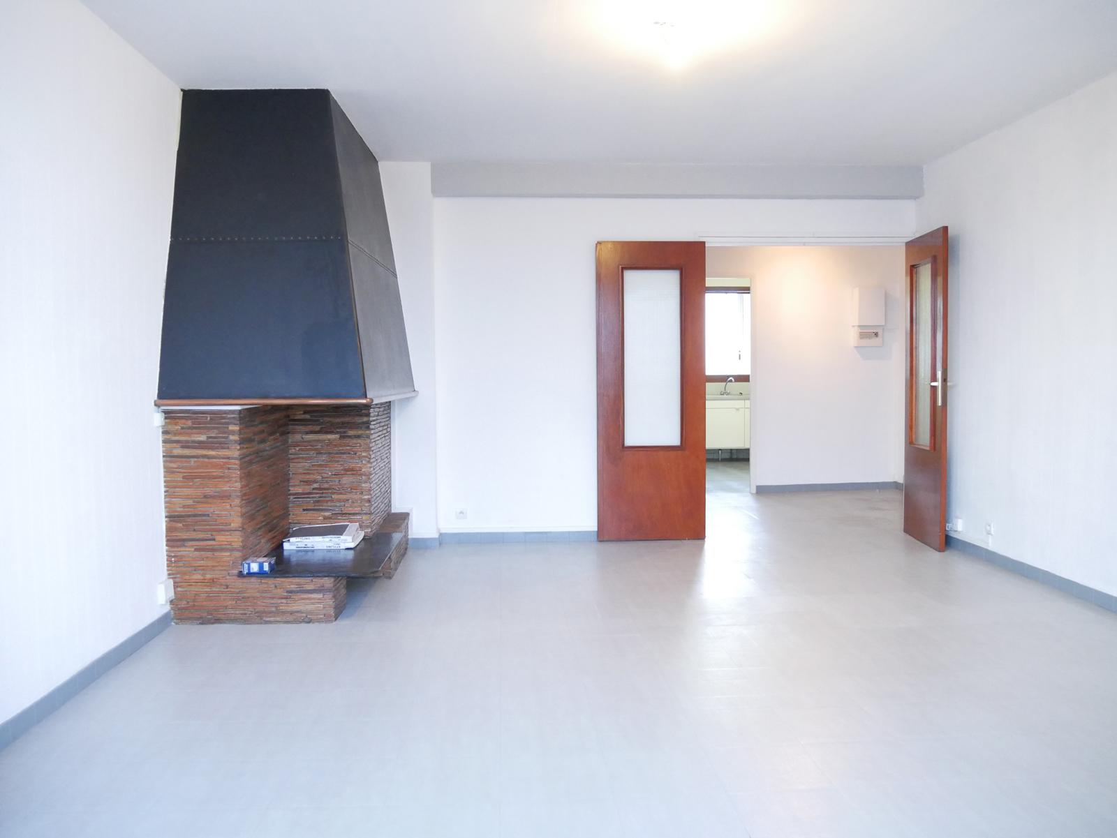 vente en cours saint cyprien t4 en dernier tage avec vue sur les pyr n es et le d me de la. Black Bedroom Furniture Sets. Home Design Ideas
