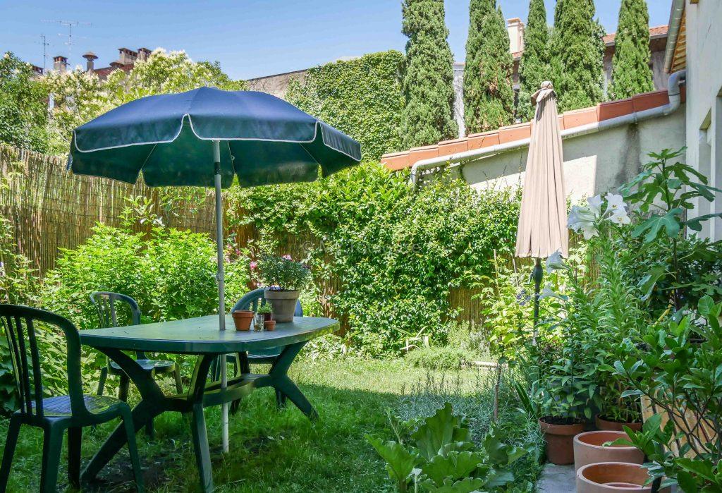Croix de pierre maison de ville 4 pi ces avec jardin et for Garage de la riviera croix