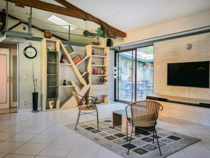 toulouse croix de pierre maison loft 4 pi ces patio. Black Bedroom Furniture Sets. Home Design Ideas